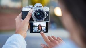 Новият фотоапарат Olympus E-M10 Mark IV – лебедовата песен на една легенда?